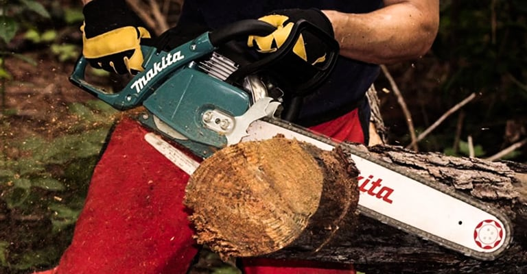 Best 50cc chainsaw   Full buyer's guide and top 6 reviewed