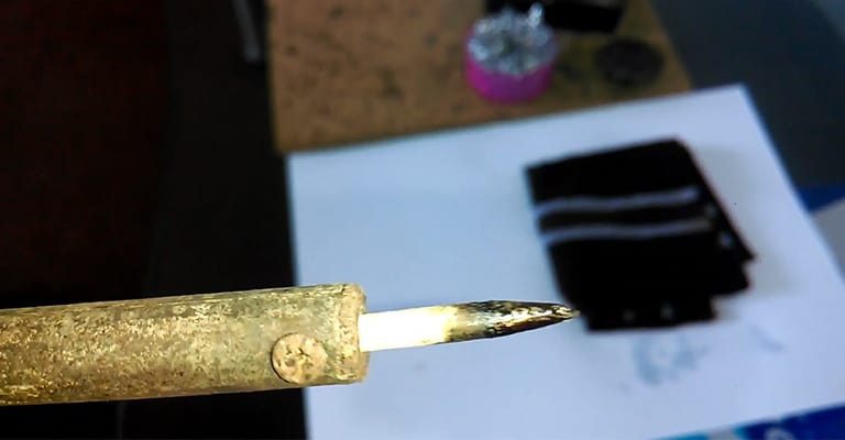 How-to-Clean-Oxidized-Soldering-Iron-Tip