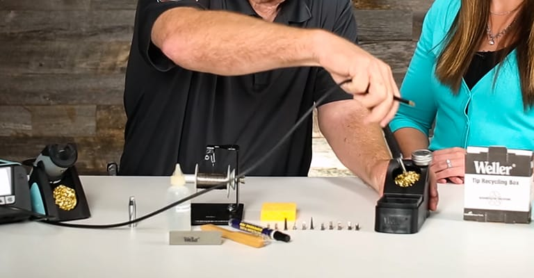 How-to-Clean-Soldering-Iron-FI