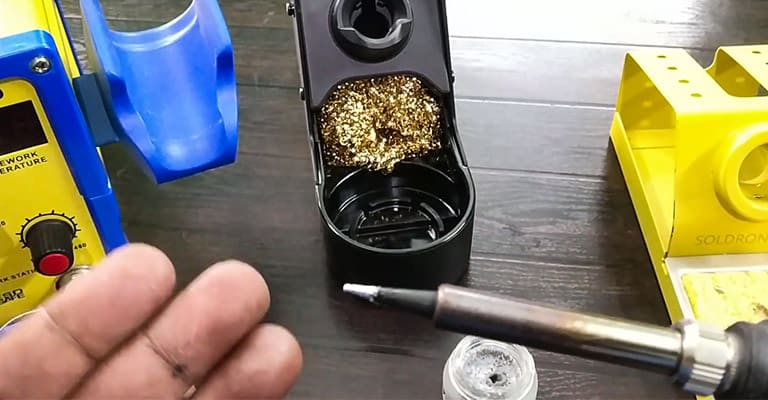 How-to-Clean-the-Tip-of-a-Soldering-Iron