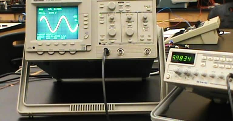 How-to-Measure-AC-Voltage-with-Oscilloscope-1