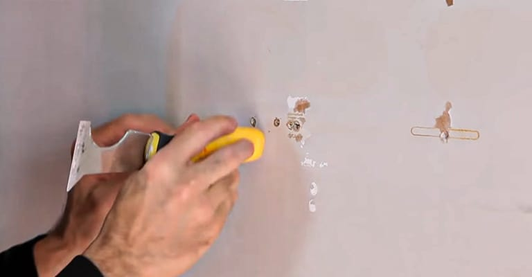 How-to-Patch-Screw-Holes-in-Drywall
