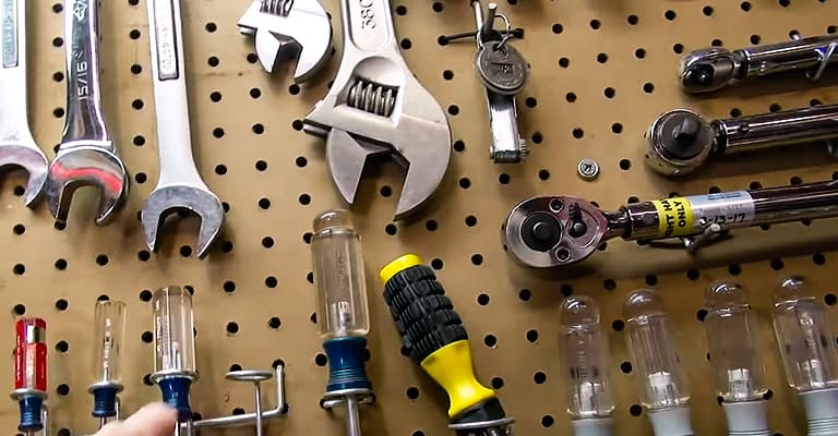 Tips-for-Hanging-Pegboard-1