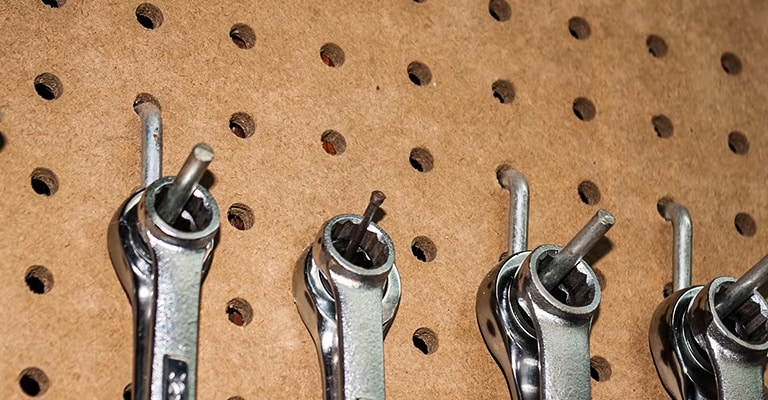 Tips-for-Hanging-Pegboard-3
