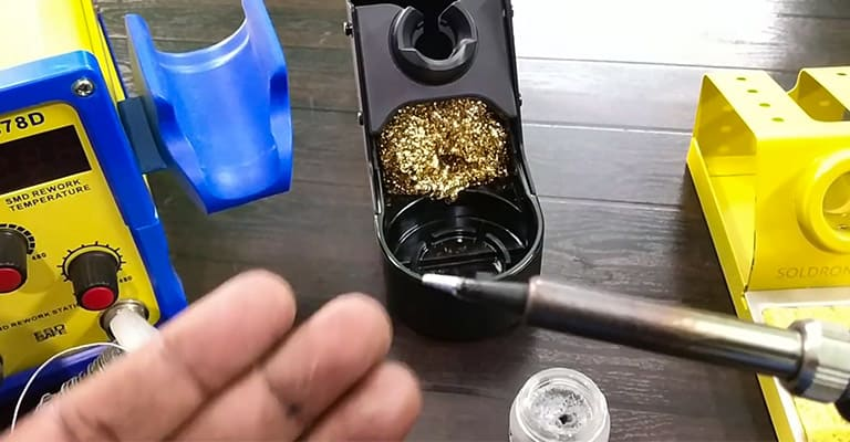 Tips-for-Keeping-a-Soldering-Iron-Clean