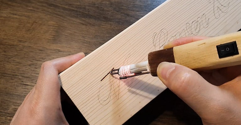 Use-a-Soldering-Iron-to-Burn-Wood