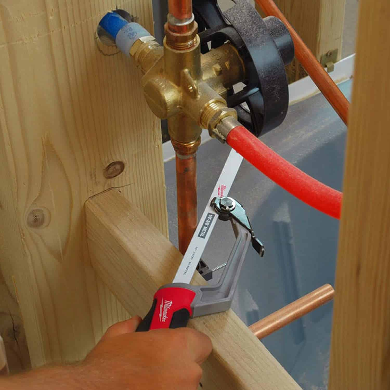 Best compact hacksaw for tight spaces- Milwaukee 48-22-0012 being used